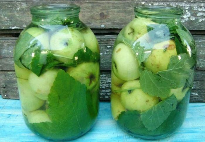 моченые яблоки на зиму в стеклянных банках